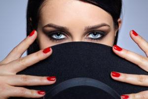Maquillage, ongleries, soins des mains et des pieds